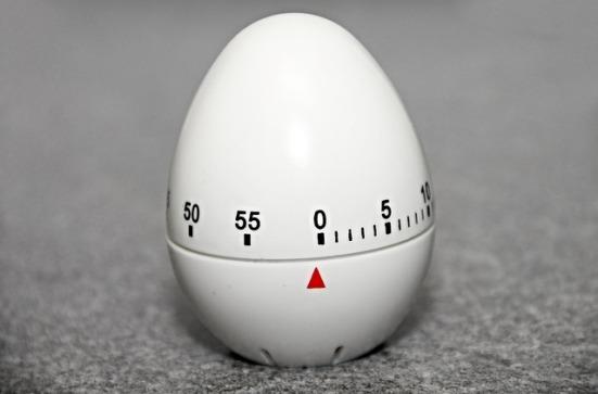 A kitchen egg timer set at zero
