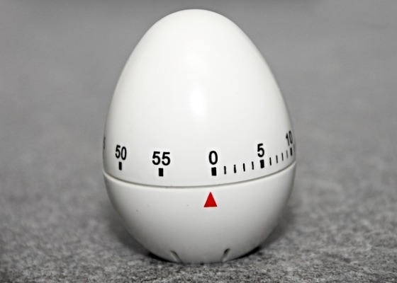 A kitchen egg timer set at zero